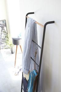 Tower vaateteline Ladder, musta
